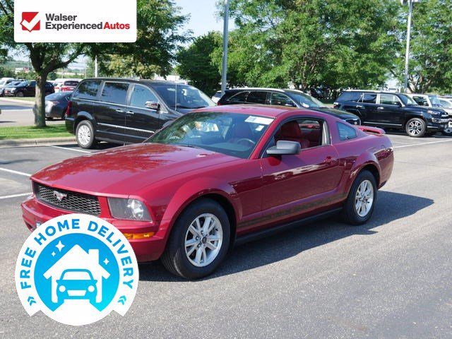Pre-Owned 2006 Ford Mustang V6 Premium